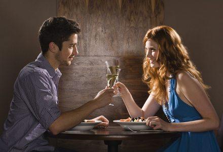 Γιατί δεν πρέπει ποτέ να κάνετε online dating
